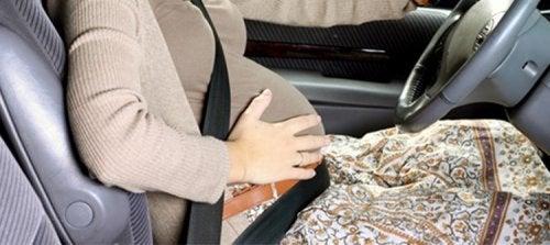 Mulheres grávidas ao volante