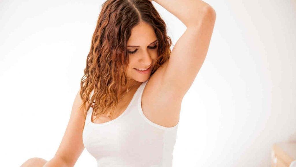 Como remover as manchas nas axilas após o parto?