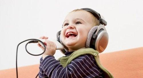 4 coisas que se aprende com as crianças felizes