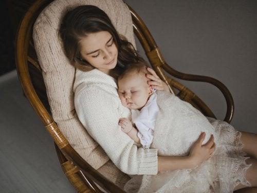 Os fantásticos benefícios de cantar para seu bebê