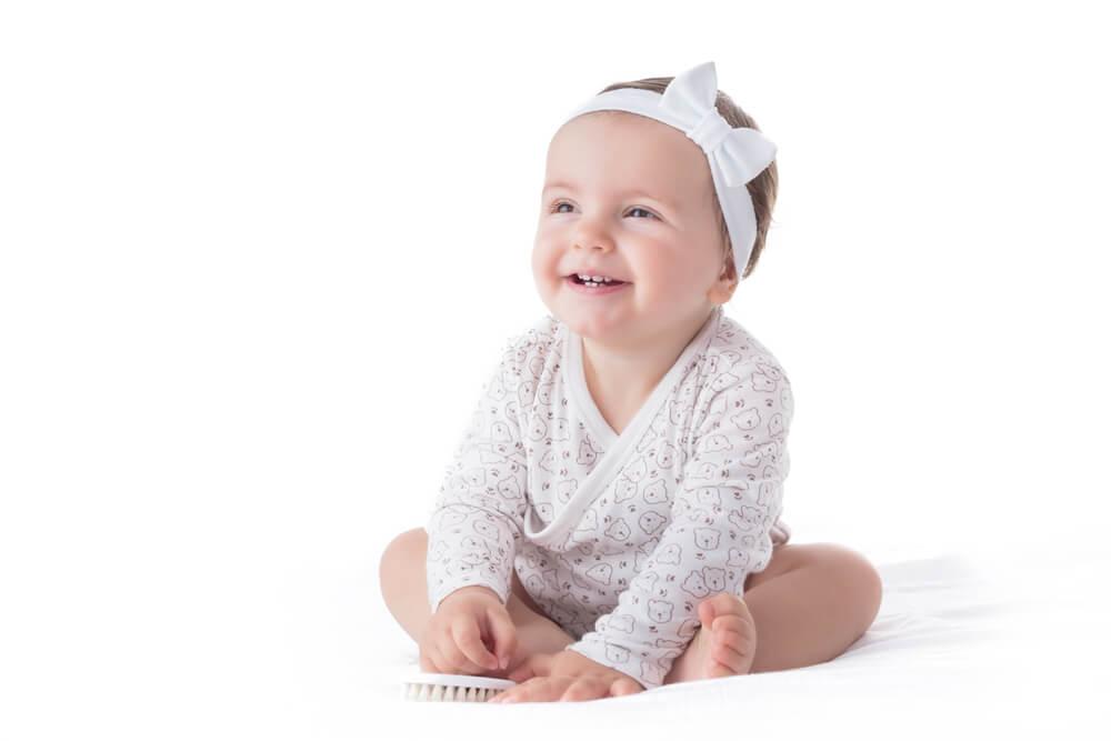 Cuidado com o uso de faixas ou tiaras nos bebês