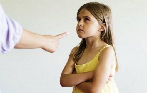 As mães exigentes têm filhas mais bem-sucedidas