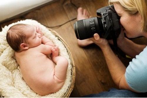 Um bebê de três meses pode ficar cego por tirar fotos com flash?