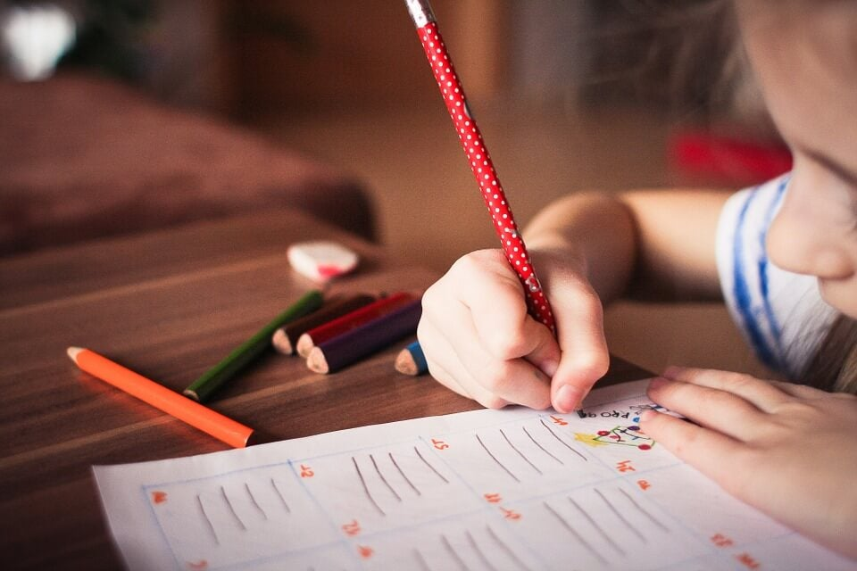 Melhore a caligrafia das crianças com brincadeiras divertidas
