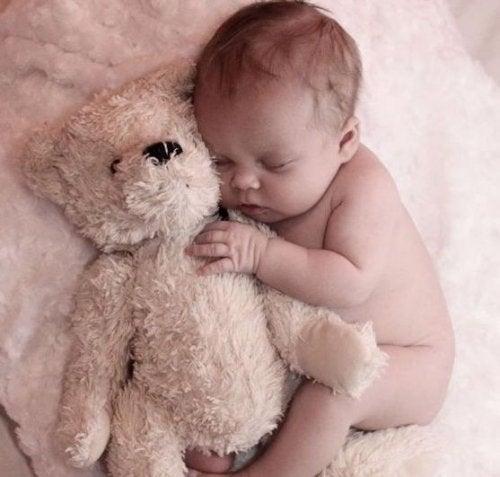 Carta de um bebê que acorda à noite procurando pela mamãe