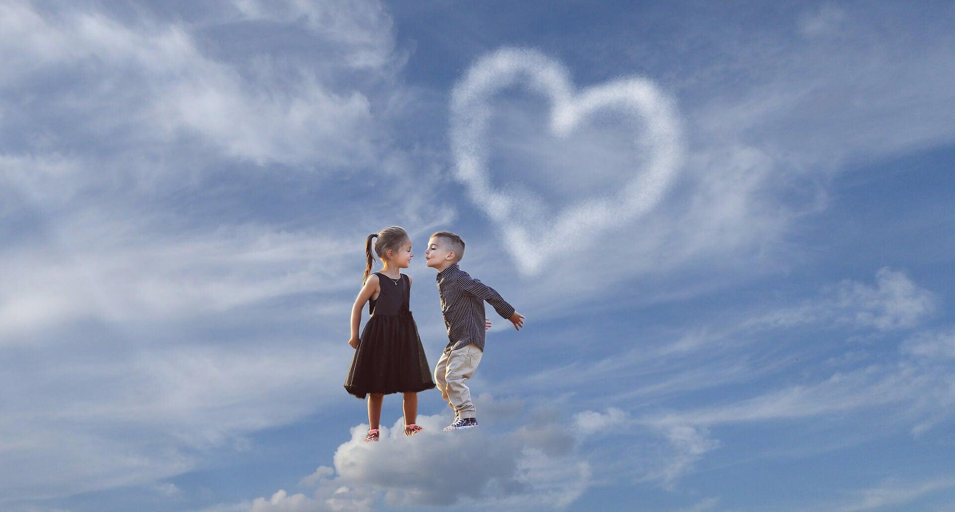menino beijando menina flutuando nas nuvens