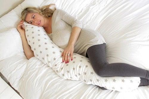 Almofadas para grávidas: usos e benefícios