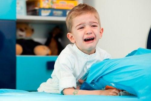 Acalme-se, não participe do caos diante das grandes emoções das crianças