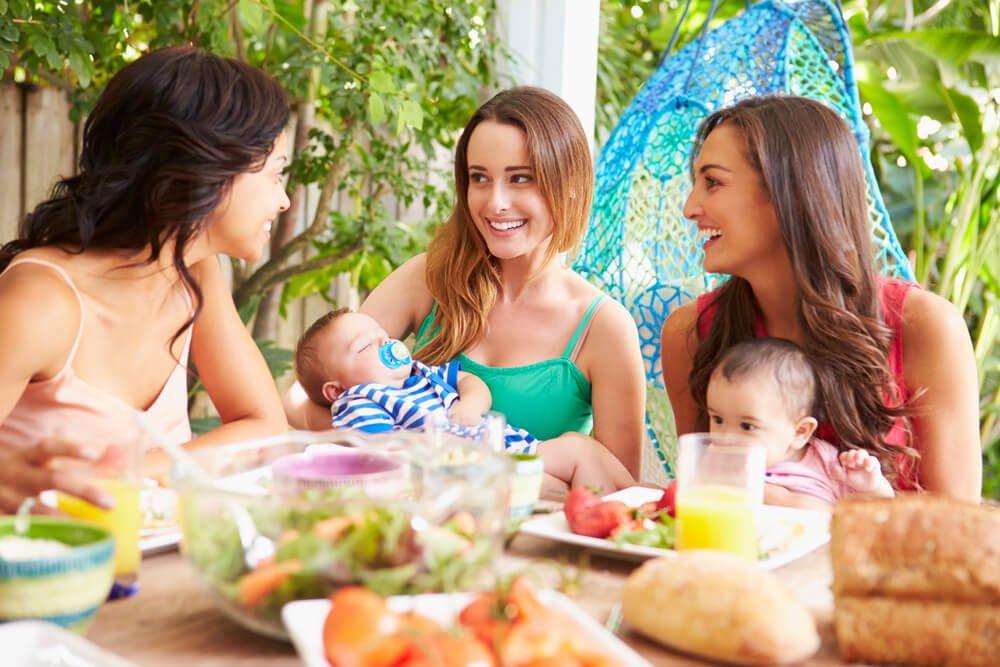 Não, a maternidade não nos afasta dos amigos