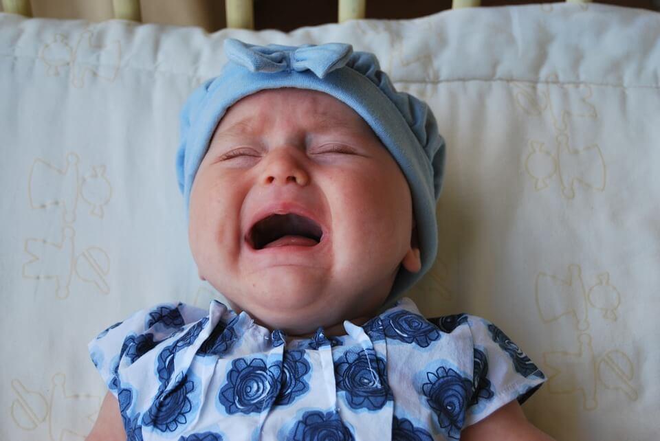 A importância de cuidar do bebê quando ele chorar