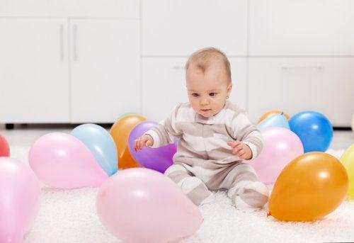 7 atividades com bexigas coloridas para o seu bebê