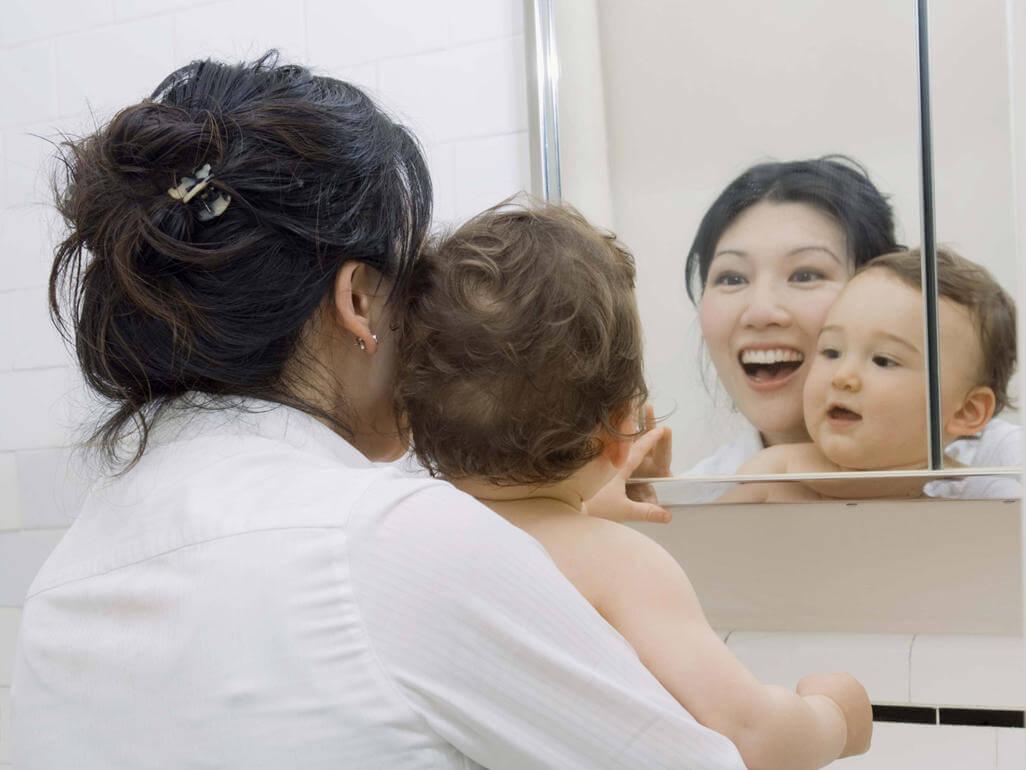 Brincar com o beb em frente ao espelho conhe a os for Espejo para ver al bebe en el auto