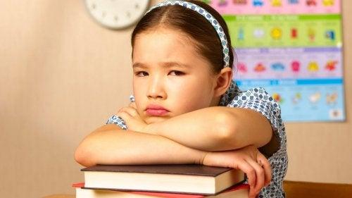 5 comportamentos prejudiciais dos pais durante a educação escolar