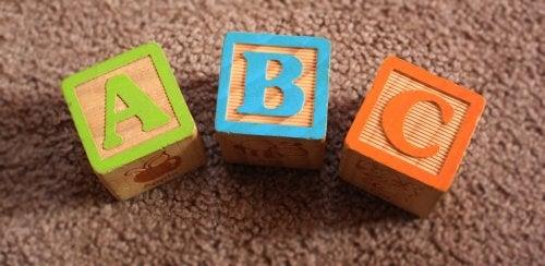 O que influencia no desenvolvimento da linguagem?