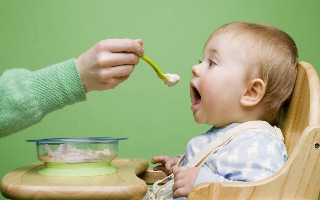 Como conseguir fazer com que seu bebê tenha uma boa relação com a comida