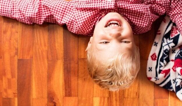 Ensine seu filho a rir de si mesmo