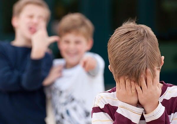 Como agir quando o seu filho conta que está sofrendo bullying