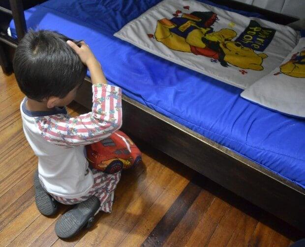 O seu filho molha a cama. Quando é a hora consultar um pediatra?