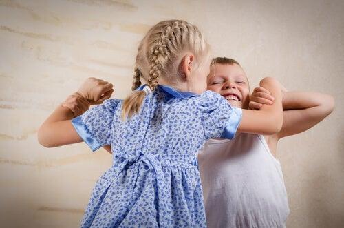 5 conselhos para evitar o ciúmes entre irmãos