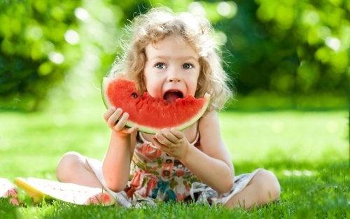 Como escolher os lanches mais saudáveis para o seu filho