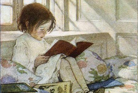 Menina lendo histórias para dormir