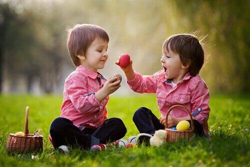 5 formas de desenvolver as habilidades sociais do seu filho