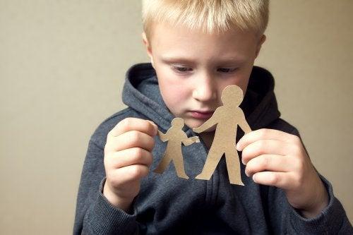 Nunca interfira na relação entre o seu filho e o seu ex