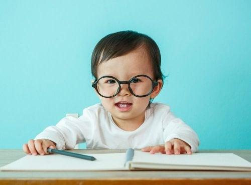 60b05e22f6ded Hipermetropia nas crianças  o que é e como corrigir – Sou Mamãe