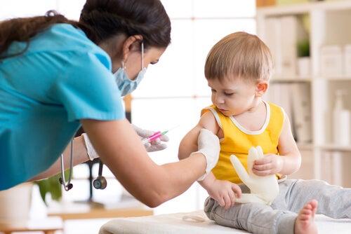 Bebê com pediatra
