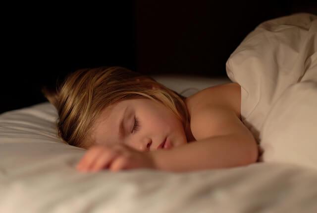 9 dicas para ajudar seu filho a não molhar a cama