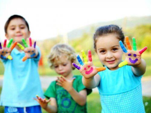 Brincadeiras simples para crianças de 3 anos de idade que estimulam o desenvolvimento intelectual