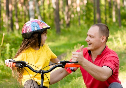 Como elogiar os seus filhos igualmente?