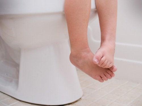 pés de uma criança e a gastroenterite em crianças