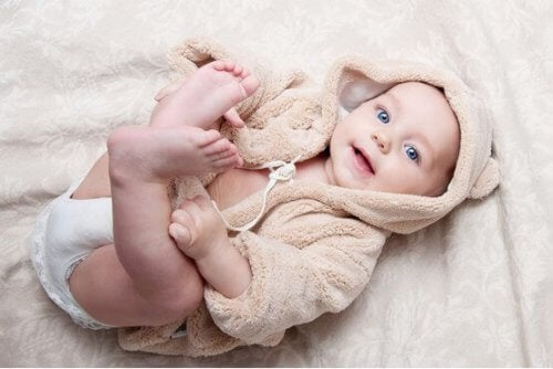 Primeiros dias de desenvolvimento físico do bebê