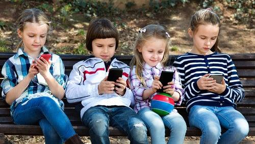 8 razões para proibir os smartphones para crianças menores de 12 anos