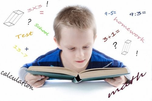 menino estudando