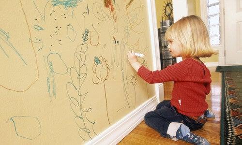 5 dicas para evitar que as crianças rabisquem as paredes
