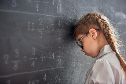 Fracasso escolar: causas e condicionantes