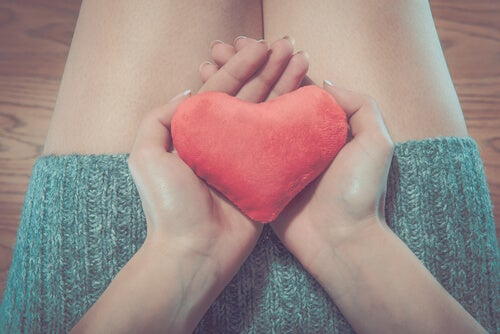 O que é a camisinha feminina e por que é importante usá-la?