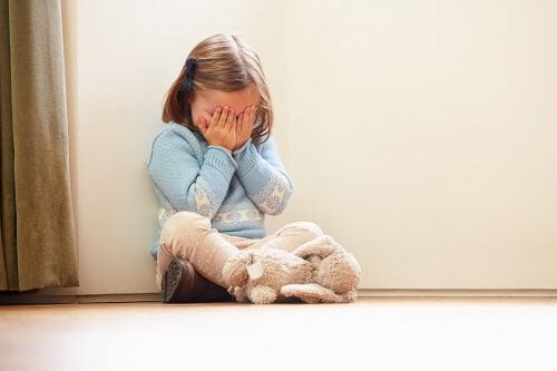 Falar com uma criança irritada: 8 chaves para fazê-lo