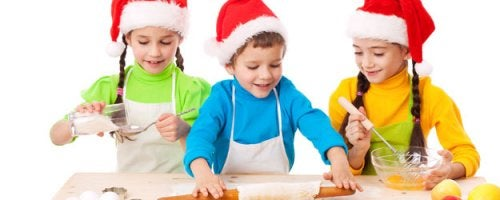 Cozinhar é uma das atividades para fazer com as crianças no Natal