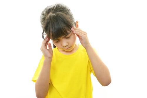 Muitas crianças sofrem com a enxaqueca infantil