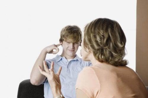 5 sinais de rebeldia na adolescência. O que fazer?
