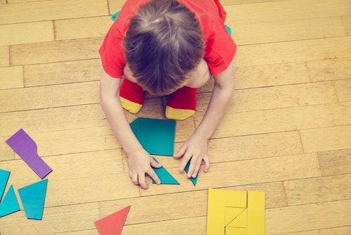 melhorar a atenção das crianças através de brincadeiras