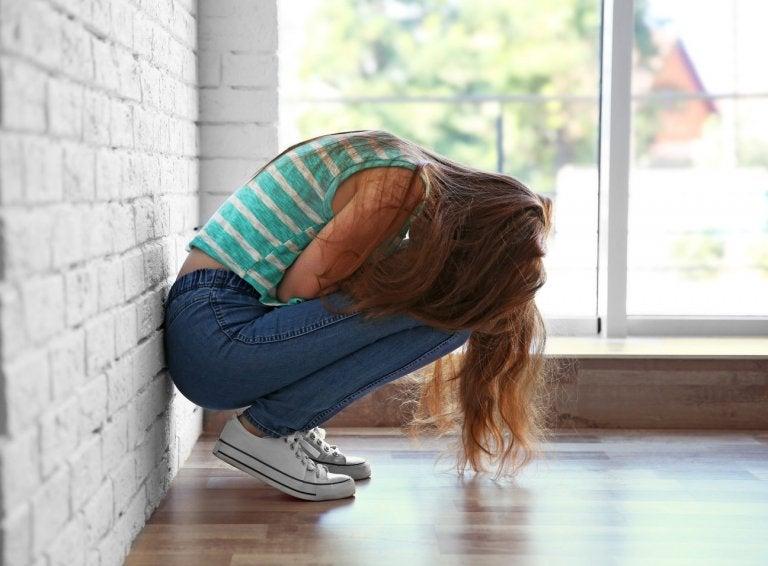 adolescente chorando