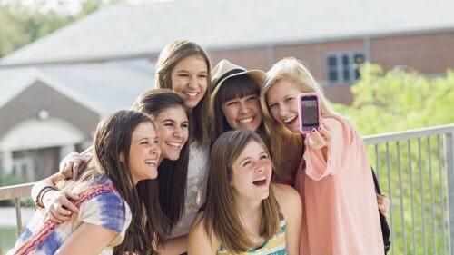 Os perigos das redes sociais na adolescência