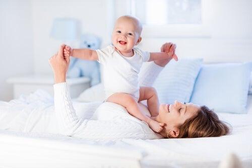 8 exercícios para fortalecer os músculos do seu bebê