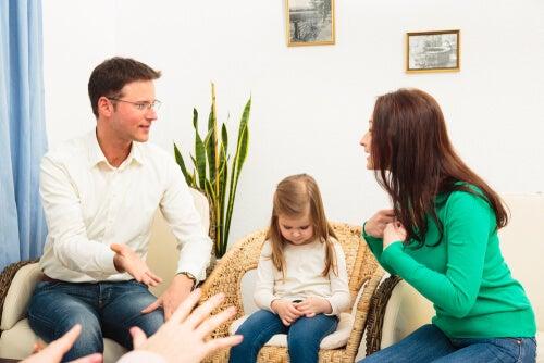 conduzir uma discussão na frente das crianças