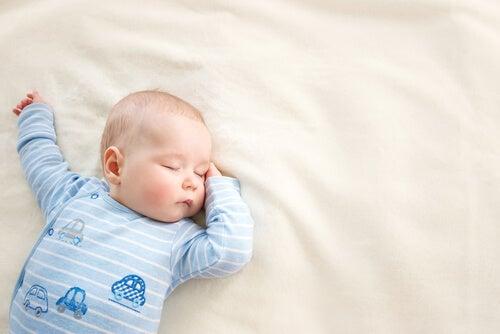 Como limpar as remelas do bebê