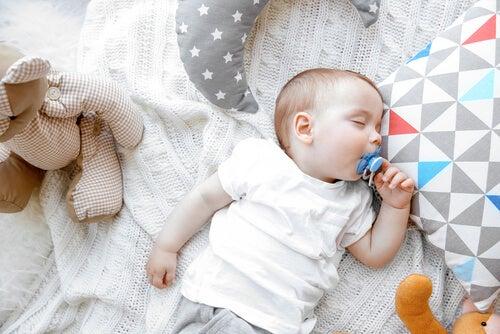 Métodos para ensinar o bebê a dormir